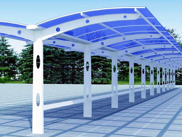 UVPLASTICのポリカーボネート板は、ポリカーボネート製のカーポート、水泳場のエンクロージャー、パーゴラなど、家庭でのDIYに最適な素材です。