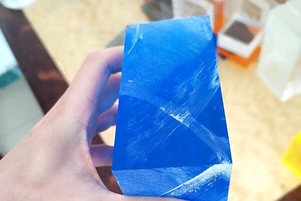 ブルーのアクリルブロック